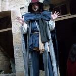 Sirius magicien échasses à la fête des sorcières